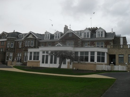 Seamill Hydro : The rear of the hotel which faces the sea.