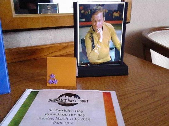Dunham's Bay Resort: Our special request for a photo of Captain Kirk in our room was fulfilled by the good-humored st