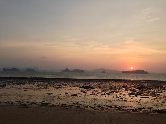 Koyao Bay Pavilions: sunrise
