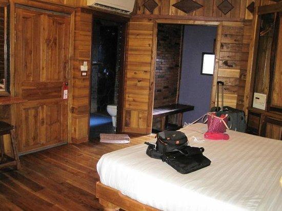 Phu Pha Ao Nang Resort and Spa: inside room