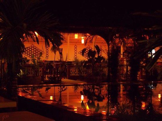 La Niche d'Angkor Boutique Hotel : Il ristorante, visto da bordo piscina