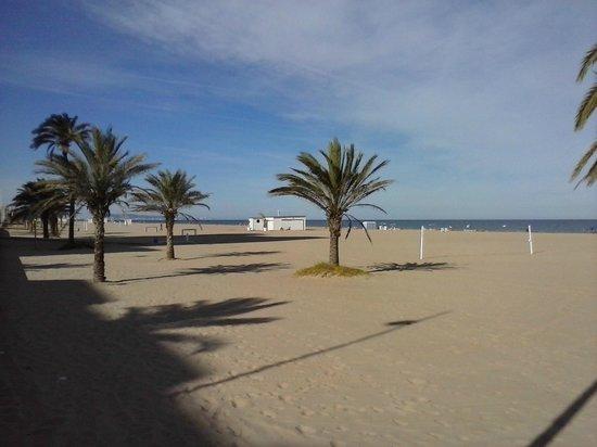 RH Bayren Hotel & Spa: Beach opposite the hotel