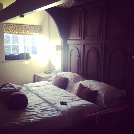 Tracy Park Golf & Country Hotel : Very Comfy Bed!