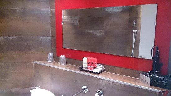 Hotel le Chat Noir: salle de bain 3