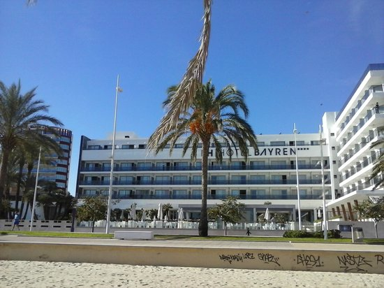 RH Bayren Hotel & Spa: View of hotel from beach