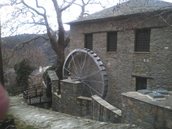 Palio Eleotrivio Guesthouse: προς τον ξενώνα