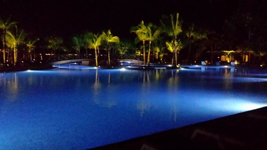 Hotel Barcelo Maya Beach: Pool at night (only small portion of)