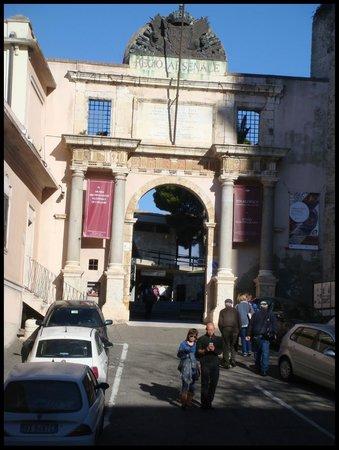 Museo Archeologico Nazionale : Portal de entrada para o Museu Arqueológico.
