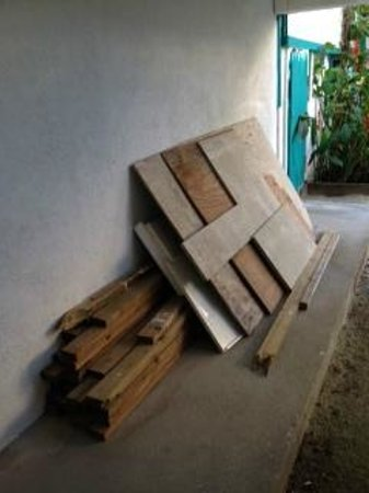 Seven Seas Resort: Wood piled next to pool area