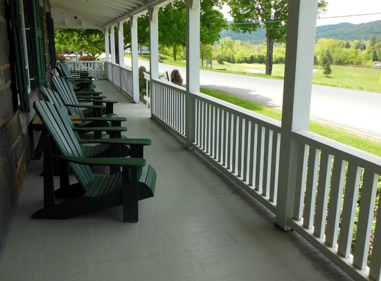 Three Stallion Inn: Porch