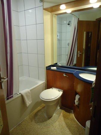 Premier Inn Blackpool East (M55, Jct4) Hotel: Room 20 en-suite