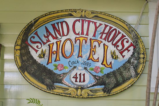 Island City House Hotel : Sign at entrance