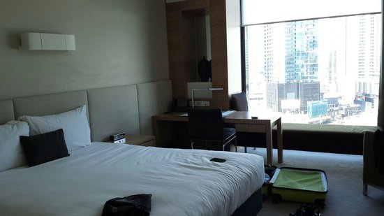 Crown Promenade Melbourne: King room