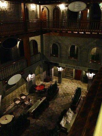Pousada Castello Benvenutti: area interna a noite