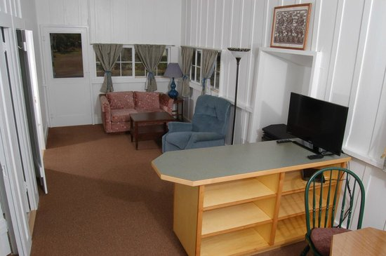 Lava Lodge at Volcano Village: Sugar Mill Cottage living room