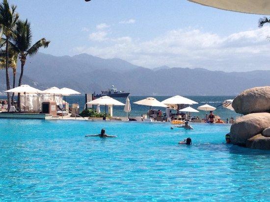 Marriott Puerto Vallarta Resort & Spa: Poolside Marriot