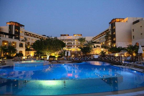 Dead Sea Marriott Resort & Spa: hotel from the bridge pool