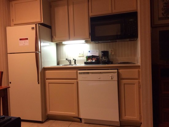 Suburban Extended Stay Hotel, Omaha: Kitchenette.