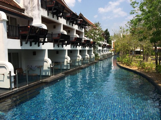 JW Marriott Khao Lak Resort & Spa: Pool access rooms. Not all have glass railings