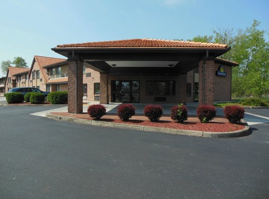 Days Inn by Wyndham Geneva/Finger Lakes: Days Inn Exterior