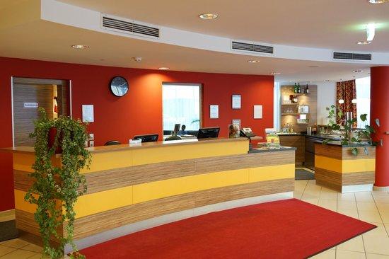 Senator Hotel Vienna: Reception area