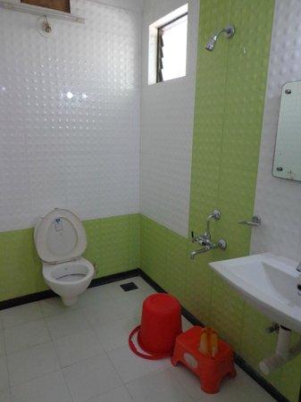 Hotel Pearl: standard bathroom