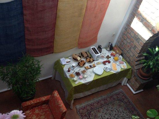 Casa de las Rosas: Morning breakfast - buffet