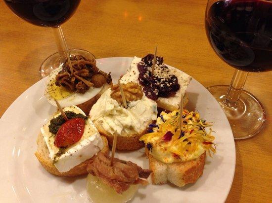 Cantine del Vino Già Schiavi : Cicchetti e un bicchiere di vino