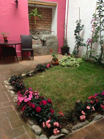 Casa de las Rosas: Patio/garden
