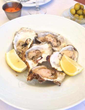Les Barques: Fresh oysters on ice