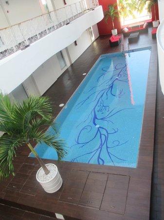 In Fashion Hotel Boutique: één van de twee zwembaden