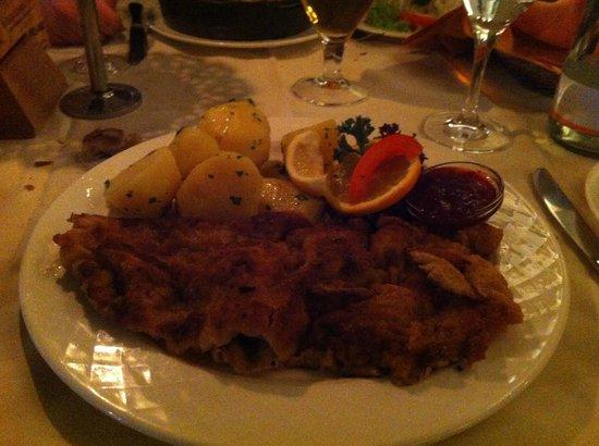 Best Western Plus Hotel Goldener Adler : Wiener schnitzle - tipica cotoletta