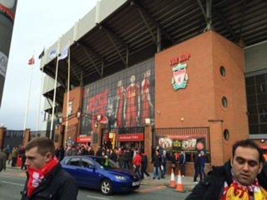Anfield Stadium: アンフィールド