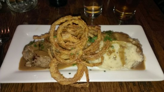 Finbarr's Irish Pub : Bangers & Mash - The best variety of the classic dish I've ever had