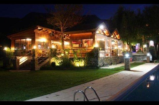 Terraza por la noche fotograf a de restaurante asador de for Restaurante terraza de la 96 barranquilla