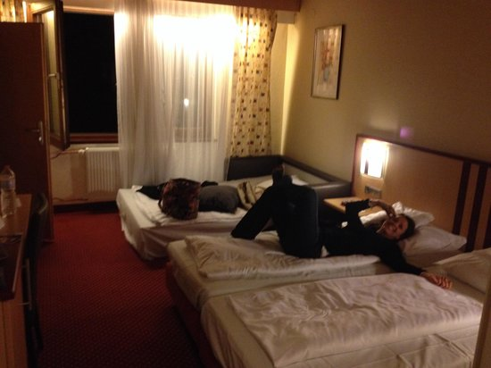 BEST WESTERN Hotel Stuttgart 21: Room 289 (missing curtains/random sofa bed out)