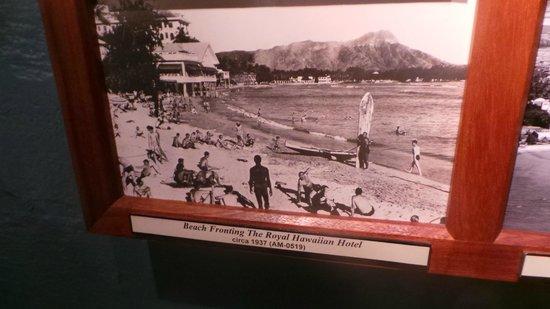 US Army Museum of Hawaii : Beach fronting The Royal Hawaiian Hotel 1937