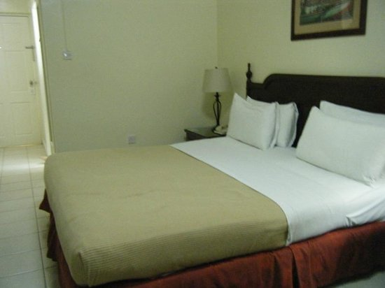 Bay Gardens Hotel: King Size Bed
