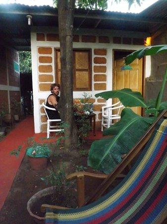 Hostal Don Raul: Max enjoying the garden