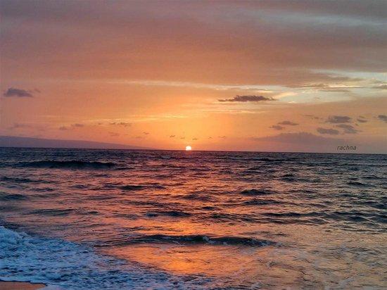 Royal Kahana: sunset from below the hotel