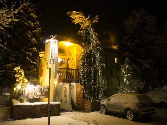Tyrolean Lodge: Outside at night with fresh snow!