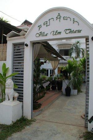 Villa Um Theara: Entrada