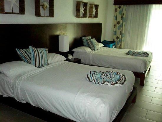 Grand Paradise Playa Dorada : Notre chambre. Ps. prenez SUPÉRIEURE (celle-ci en est une) .. les chambres standards sont miniat