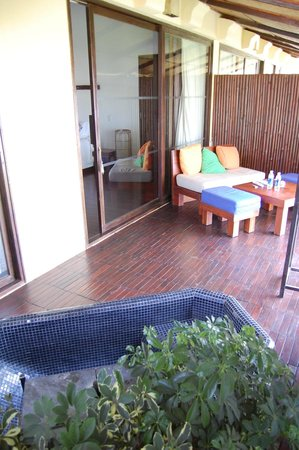 Chen Sea Resort & Spa Phu Quoc: Outside, with bath