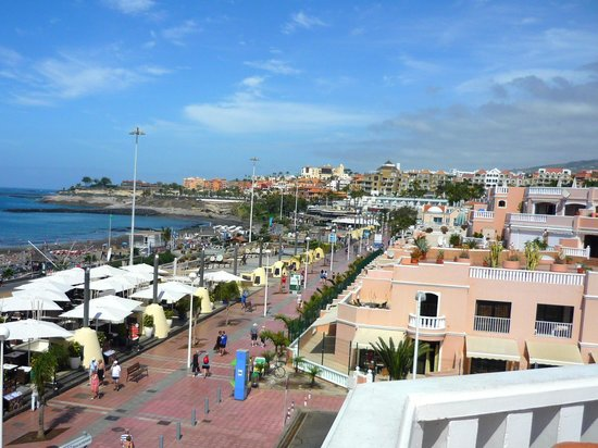 Guayarmina Princess Hotel : walkway in front of hotel going east