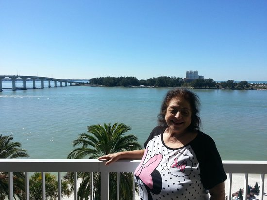 DreamView Beachfront Hotel & Resort: We loved the balcony of our beach front unit