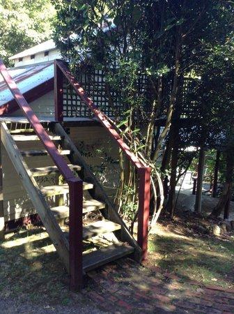 Stone's Throw Cottage B&B: Stairs to upstairs