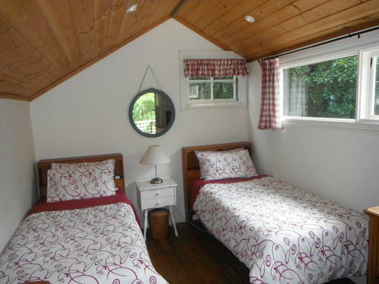 Stone's Throw Cottage B&B: Upstairs