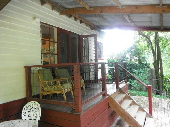Stone's Throw Cottage B&B: Verandah