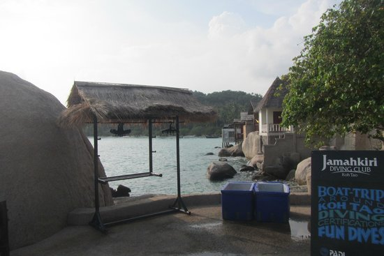 Jamahkiri Resort & Spa: Snorkel rental spot